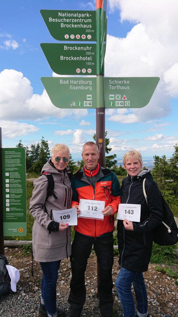 Tolle Idee, wir haben unsere Wanderung auf den Brocken absolviert.  Wir sind Andrea M. die 109, Cortina M. die 143 und Guido M. die 112.